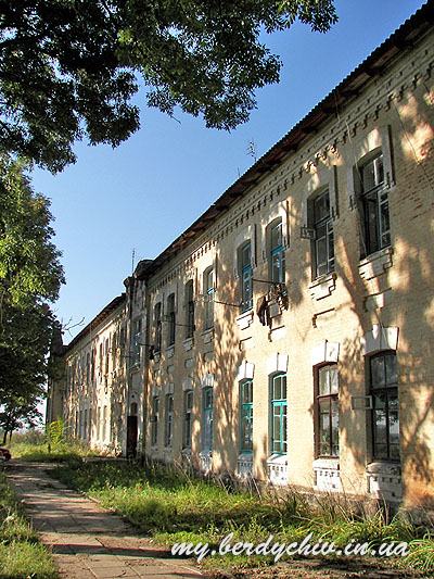 """Building where ghetto was existing. Photograph by <a href='http://my.berdichev.in.ua'>my.berdichev.in.ua</a>"""" width=""""400″ height=""""533″ srcset=""""http://jewua.org/wp-content/uploads/2012/08/g047_image001.jpg 400w, http://jewua.org/wp-content/uploads/2012/08/g047_image001-225×300.jpg 225w""""></p>    <p>Building where ghetto was existing. Photograph by<a href="""